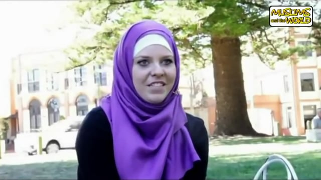 20 YR. Girl Meets Muslim in Bar - Accepts Islam?